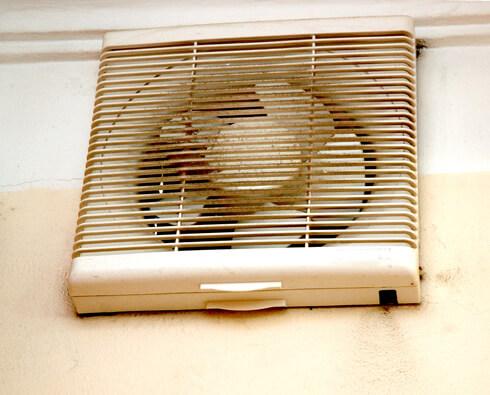 Quạt thông gió sử dụng lâu ngày bị bụi bẩn