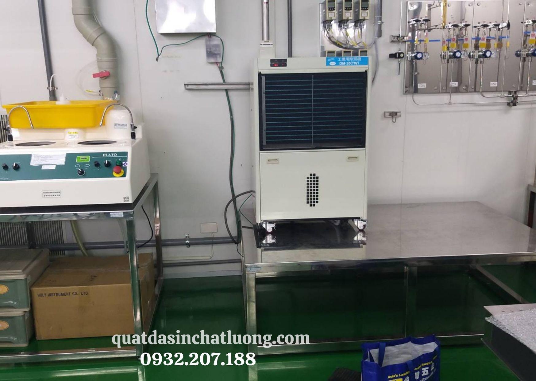 Sử dụng máy hút ẩm trong phòng lab